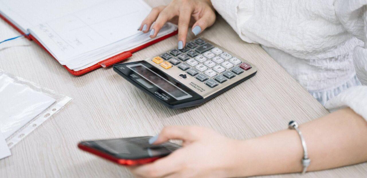 gastar dinero | Business Insider México