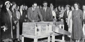 P.T. Selbit, el mago que inventó el truco de serruchar a una persona a la mitad —y a quien Houdini le robaba sus ideas