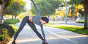 Un nuevo estudio revela que estirarse puede ser más útil para reducir la presión arterial alta que caminar