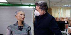Los creadores del robot humanoide Sophia quieren producirlo en masa tras el auge de este tipo de dispositivos por el Covid-19