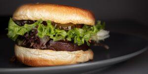 PepsiCo y Beyond Meat formarán una nueva empresa para desarrollar bocadillos a base de plantas