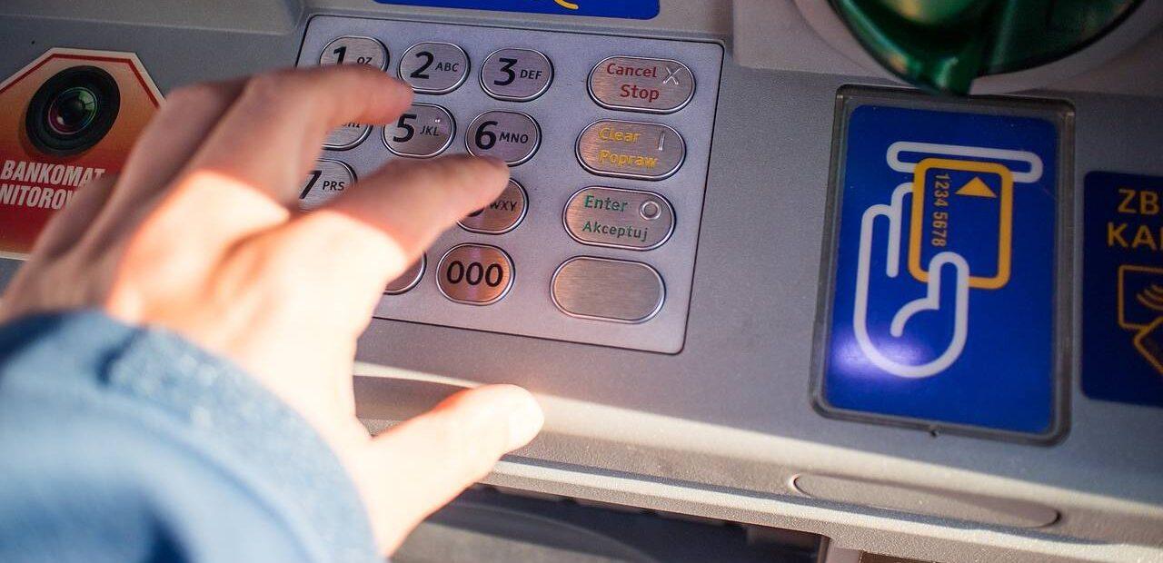 comisiones bancarias | Business Insider México