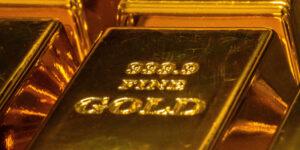 El Covid-19 le quitó su brillo al oro en 2020; el valor del metal precioso cae a su mínimo en 11 años