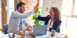 Estos son los 5 mejores hábitos para liderar en un mundo virtual, de acuerdo con una experta en el sector