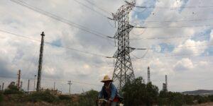 El presidente Andrés Manuel López Obrador envía iniciativa para modificar la ley de la industria eléctrica —busca dar prioridad a la CFE