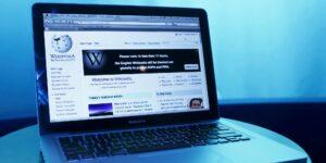 Wikipedia lanza nuevas reglas globales para combatir el abuso, la violencia y la falsa información