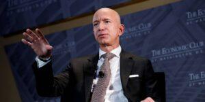Jeff Bezos dejará el cargo de CEO de Amazon a finales de este año y será reemplazado por Andy Jassy, CEO de AWS