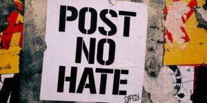 Plataformas de redes sociales más pequeñas superan los esfuerzos de Facebook, Twitter y YouTube para frenar el discurso de odio y la desinformación durante 2020
