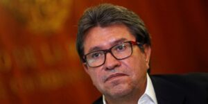 Ricardo Monreal prepara proyecto de ley para regulación de Facebook y Twitter, y proteger la «libertad de expresión»