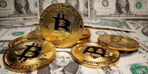 Twitter ha considerado manejar bitcoin para pagar a proveedores o empleados, según su director financiero