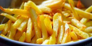 Si te gusta que la comida haga crunch, esta es la mejor manera de hacer que tus papas fritas vuelvan a estar crujientes