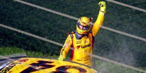 Un accidente en la última vuelta de las 500 millas de Daytona permite que Michael McDowell, un veterano de NASCAR, gane su primera carrera