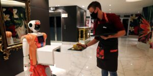 Un hotel en Sudáfrica recurre a robots con IA para combatir la pandemia de Covid-19