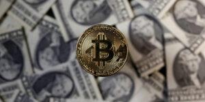 Bitcoin bate un nuevo récord; rompe la barrera de los 50,000 dólares, un aumento de 74% en lo que va de 2021