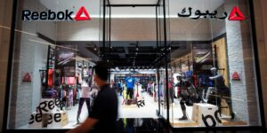 Adidas se deshace de Reebok tras 15 años de poseer la marca con la que enfrentó a Nike