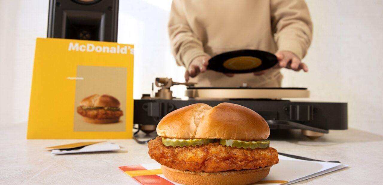 McDonald's presenta sus nuevas hamburguesas de pollo con un disco | Business Insider Mexico