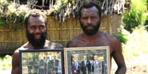 Esta tribu en Vanuatu liga al príncipe Felipe a una leyenda local y lo venera como un dios