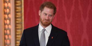 """El príncipe Harry dejó sus deberes reales para escapar de la """"prensa tóxica"""" del Reino Unido"""