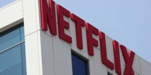 Netflix contrata a más a directoras que otras productoras pero tiene pocos latinos y asiáticos como protagonistas —invertirá 100 mdd para revertir esa tendencia