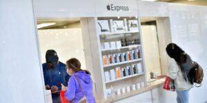Apple reabre todas sus tiendas en Estados Unidos pese a tener la mayoría de contagios y muertes por Covid-19