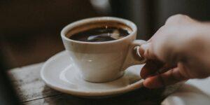 14 maneras de preparar una mejor taza de café en casa, de acuerdo con expertos