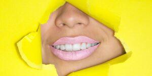 4 razones por las que siempre debes usar hilo dental antes de cepillarte los dientes, según los dentistas