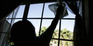 El trabajo doméstico es una de las razones que impide a las mujeres regresar al mercado laboral, según Banxico