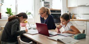 Mujeres ejecutivas de McKinsey, Unilever y AT&T hablan sobre cómo destacar como líderes mientras trabajan desde casa
