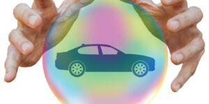 5 creencias sobre los seguros para autos que no siempre son ciertas —incluyendo que el color del coche influye en el precio de la póliza