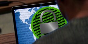 Ciberdelincuentes acceden a 150,000 cámaras de vigilancia en instalaciones de Tesla, hospitales y cárceles