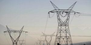 Juez ordena suspensión y da revés a la polémica reforma de la Industria Eléctrica de AMLO
