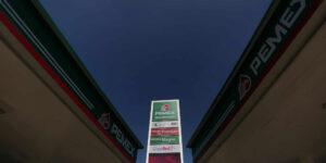 Para impedir los gasolinazos el gobierno recortará a la mitad el impuesto especial que cobra a la gasolina magna