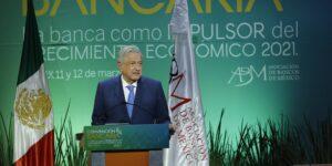 AMLO se compromete a realizar una reforma para simplificar los trámites en la creación de empresas en México