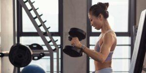 Quiero desarrollar músculo y tonificar sin ganar grasa abdominal. ¿Cómo debo comer y hacer ejercicio?