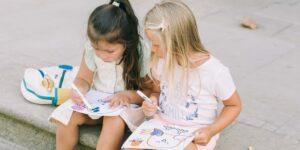 Qué revelan los colores que utilizan tus hijos en sus dibujos sobre su estado de ánimo, según una experta que te ayuda a identificar los sentimientos a través del arte