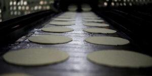 Gas LP, gasolina, tortillas y huevo son los productos que más pegaron a la inflación —los precios se disparan a 4.1%, informa Inegi