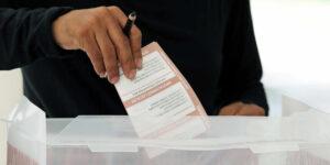 Aunque la mayoría de los mexicanos prefiere la democracia, el 40% estaría de acuerdo con un gobierno militar, según una encuesta
