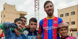 Islam Battah, el doble de Messi que visita huérfanos que aman el fútbol en Egipto