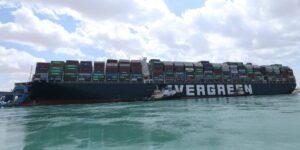 La compañía detrás del bloqueo del Canal de Suez derramó 28,800 juguetes de plástico en el océano en 1992