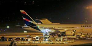 La aerolínea chilena Latam Airlines transforma 8 de sus aviones de pasajeros a carga para aprovechar la demanda del e-commerce