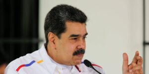 Facebook bloquea la página del presidente de Venezuela, Nicolás Maduro, por promover un tratamiento herbal 'milagroso' para el Covid-19