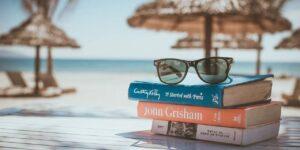 No olvides estas recomendaciones para cuidar tu dinero —para disfrutar de tus vacaciones sin temor a la «cruda financiera»
