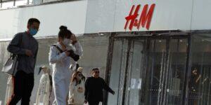 China borra la presencia online de H&M y manda así una advertencia a otros gigantes textiles
