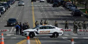 Un oficial de policía asesinado y un sospechoso muerto a tiros después del ataque con vehículo en el Capitolio de Estados Unidos