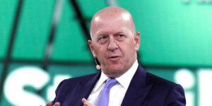 """CEO de Goldman Sachs pronostica una """"gran evolución"""" en la regulación de Bitcoin y una mayor digitalización del dinero"""