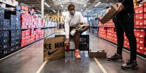 Nike revenderá tenis usados  —busca extender la vida útil del calzado para reducir su huella de desperdicio