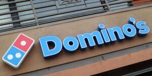 La startup Nuro empezó con una inversión de 940 millones de dólares y ahora ayuda a Domino's a entregar sus pizzas con robots