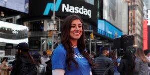Coinbase oficialmente ya vale más que General Motors, FedEx y Twitter después de su debut en el mercado