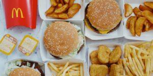 Por qué no debes comer en McDonald's un domingo y otras recomendaciones, según un exempleado