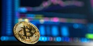 El banco central de Turquía prohíbe los pagos con criptomonedas para alimentos y servicios —la noticia hunde al bitcoin